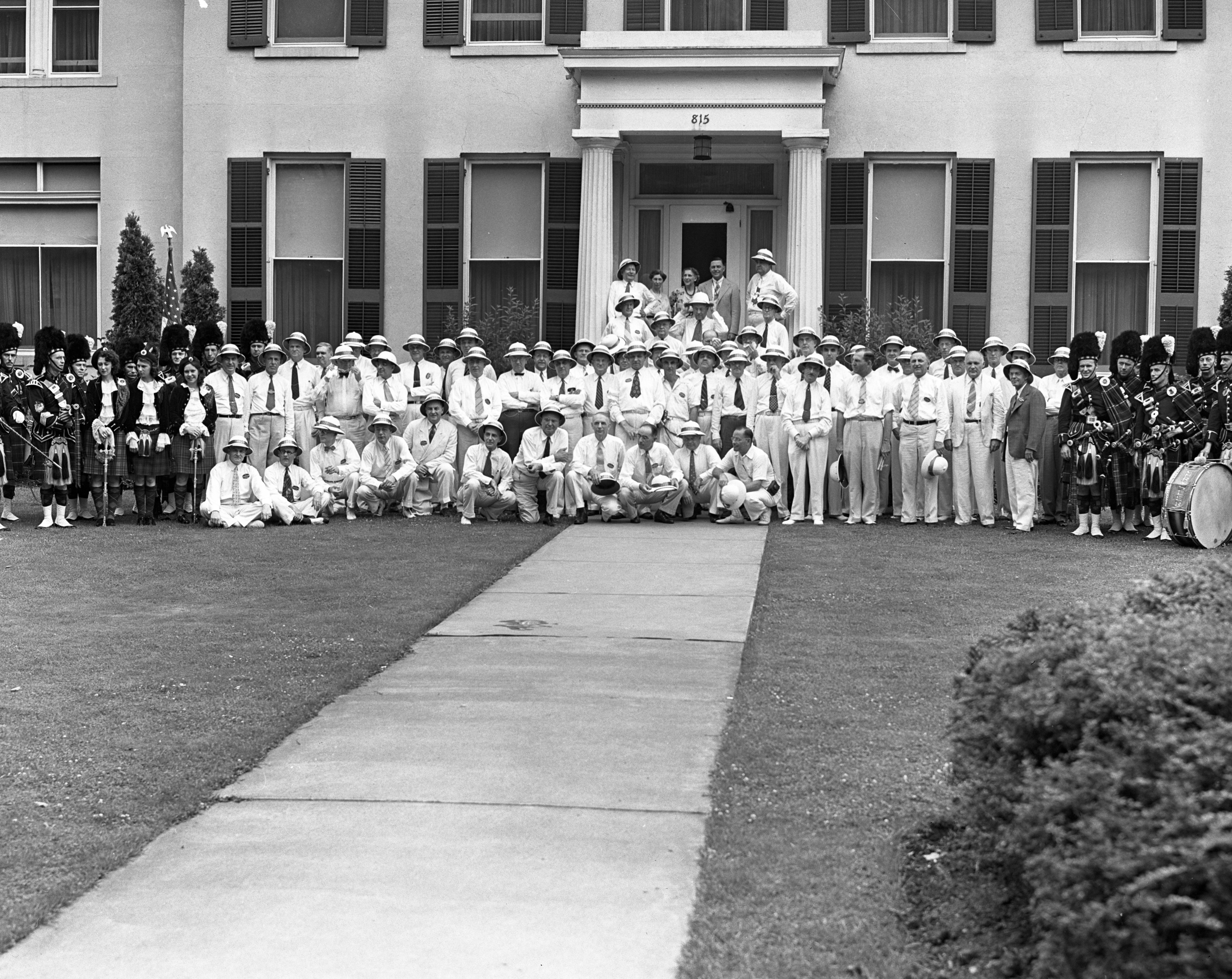 University of Michigan Reunion Class of 1909 in front of U-M President's House, June 1939 image