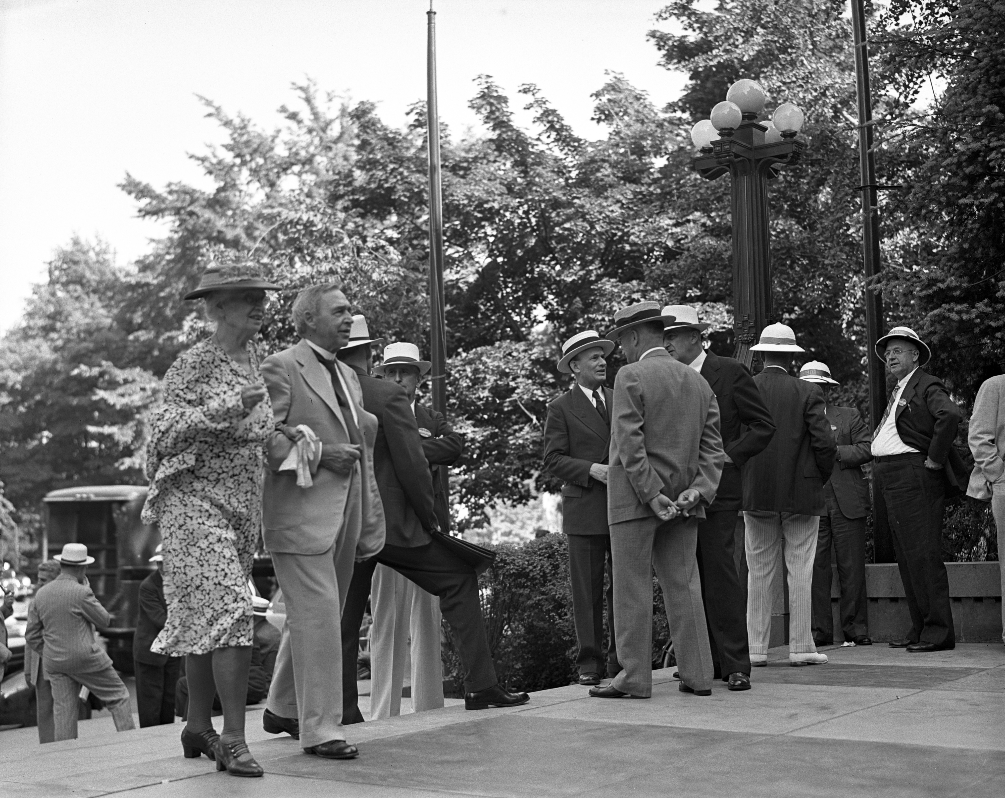 Old University of Michigan graduates on the steps of the Michigan Union, June 1939 image