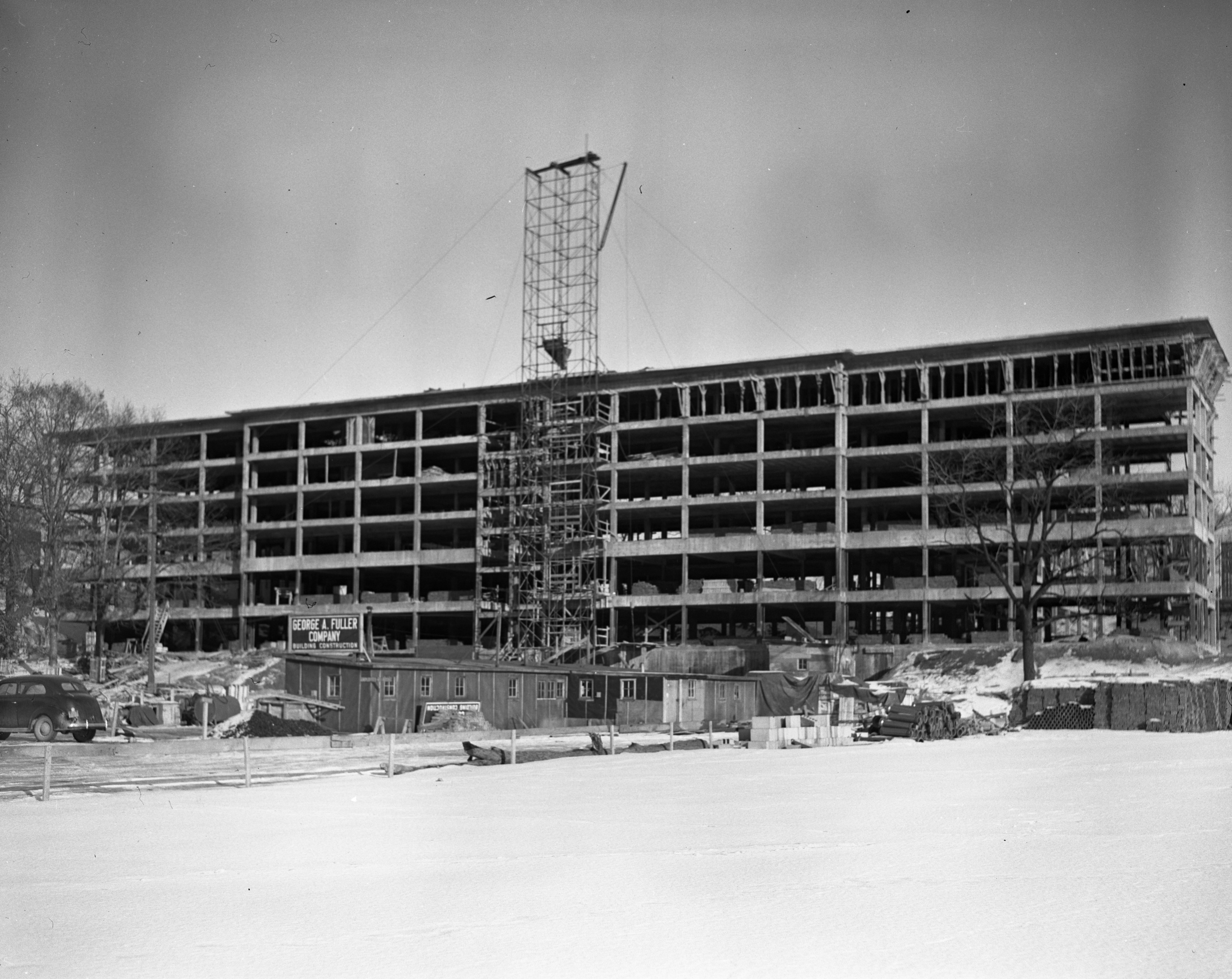Construction progresses on Observatory Street dormitory for women, January 1948 image