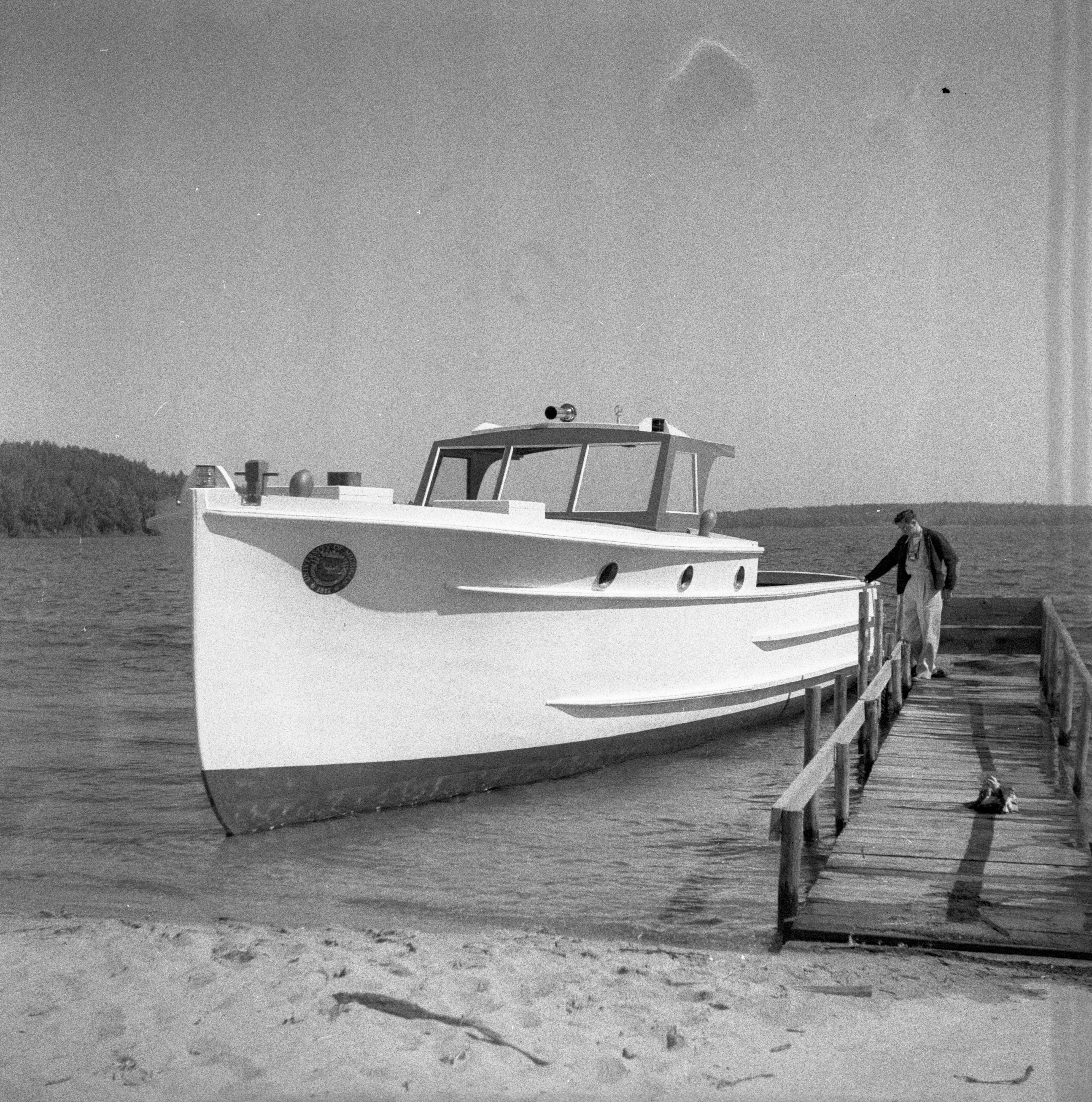 wooden jobs classic craft motor boating chris cabins on cabin home pin wood boats yachts pinterest doug by cruiser cook
