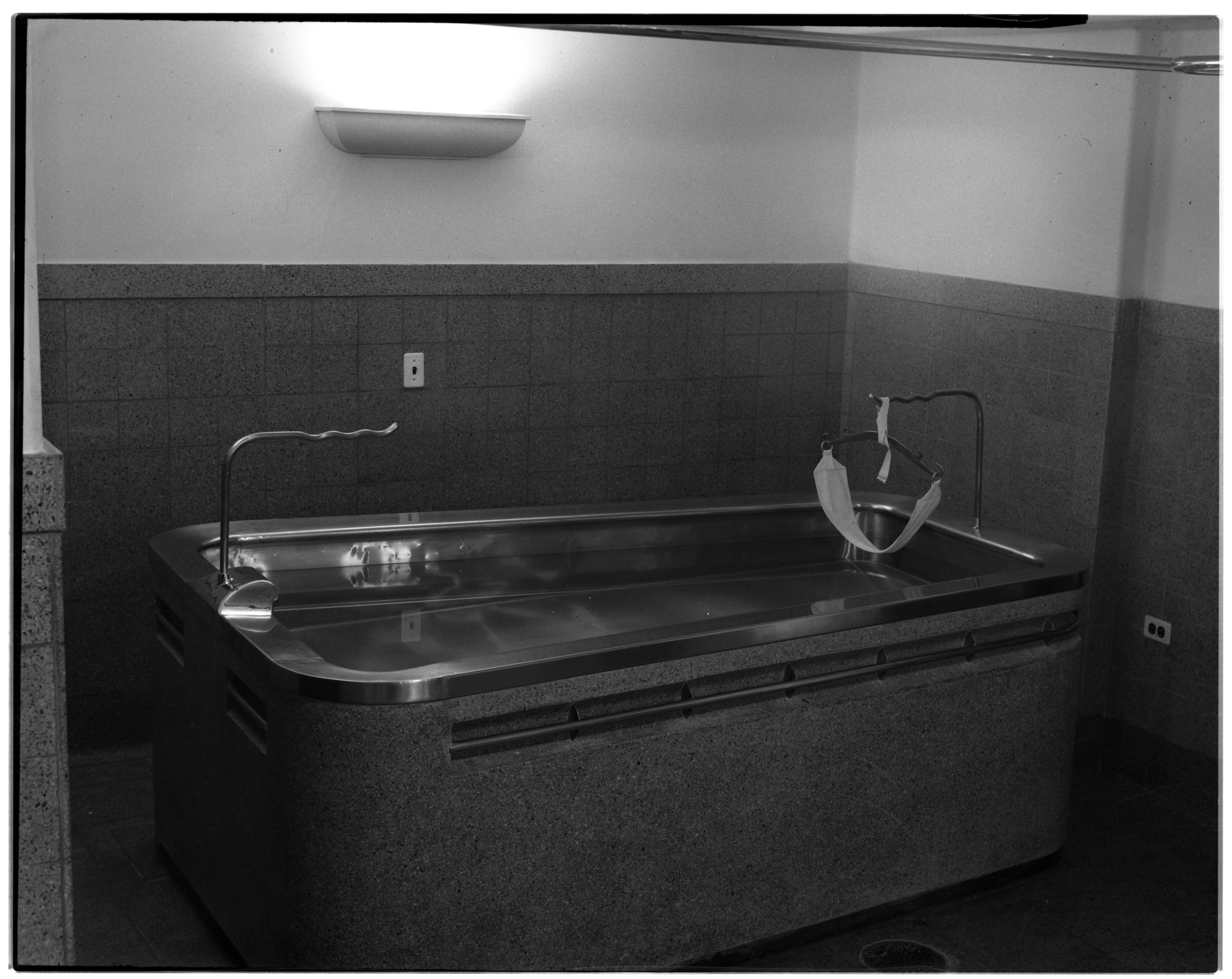 University of Michigan Hospital Therapeutic Tub In Newly Remodeled ...