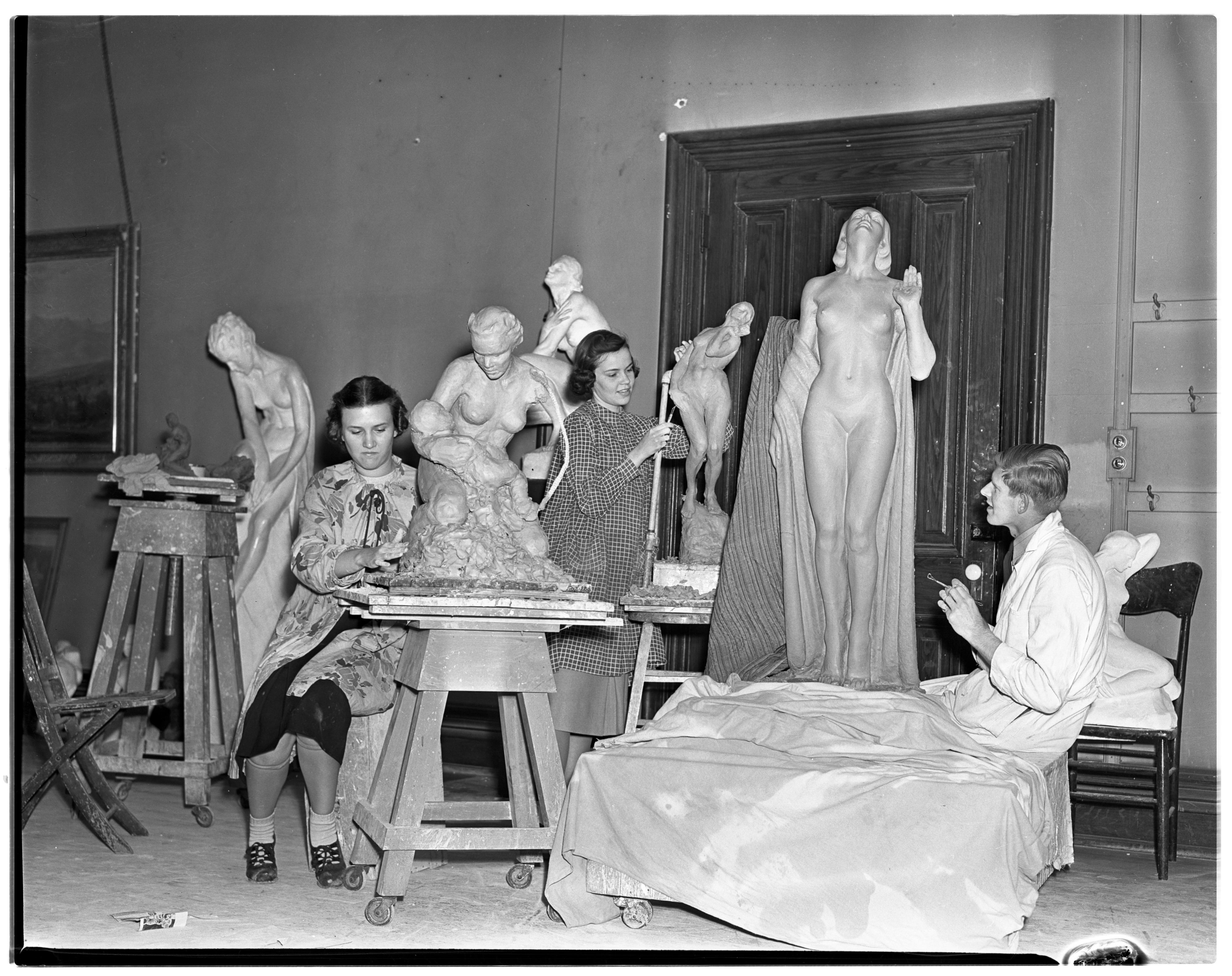 U-M Sculpture Class of Avard T. Fairbanks, April 1938 image