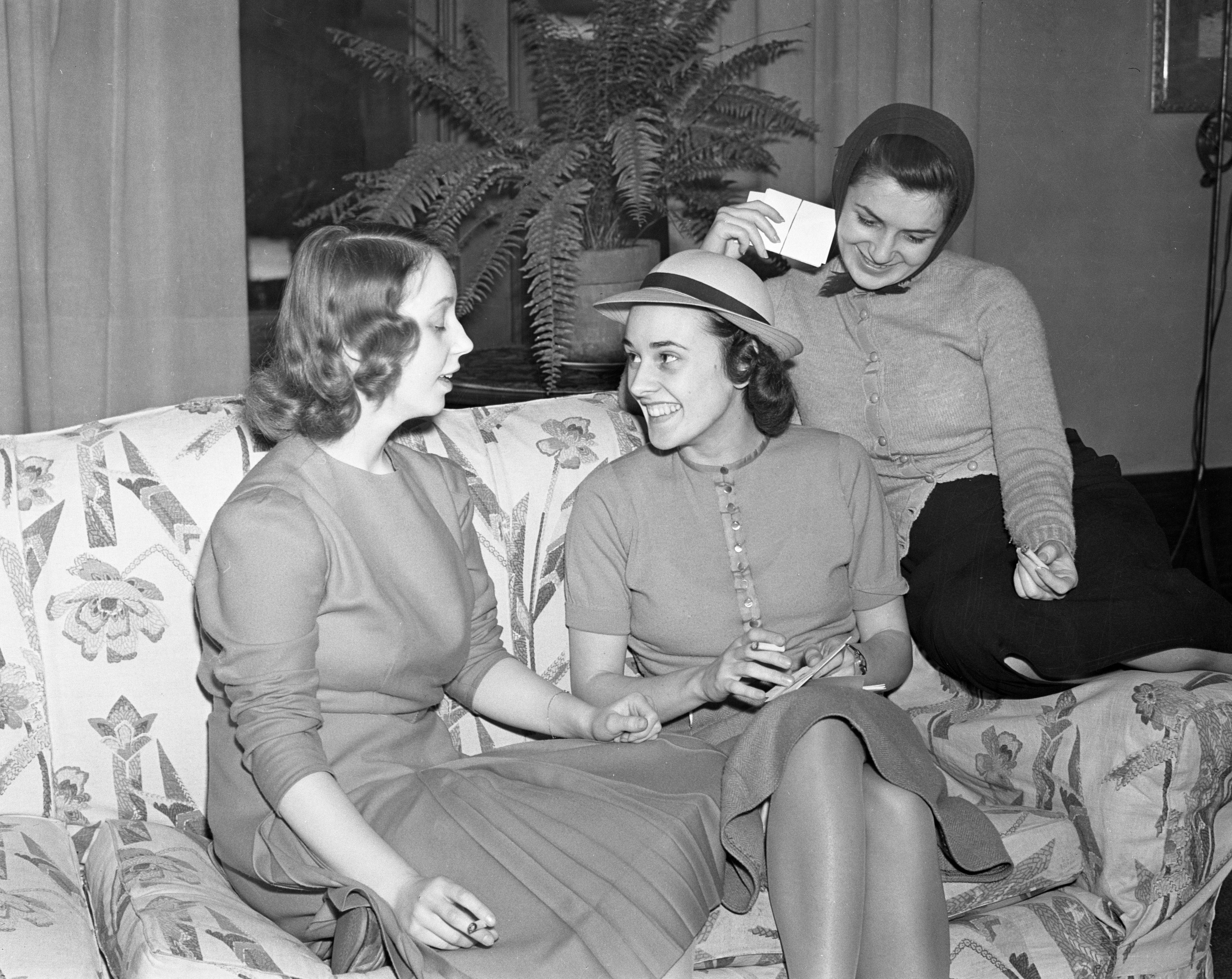 Mary L. Yost, wife of Fielding H. Yost, Jr, with Kappa Kappa Gamma members, 1938 image