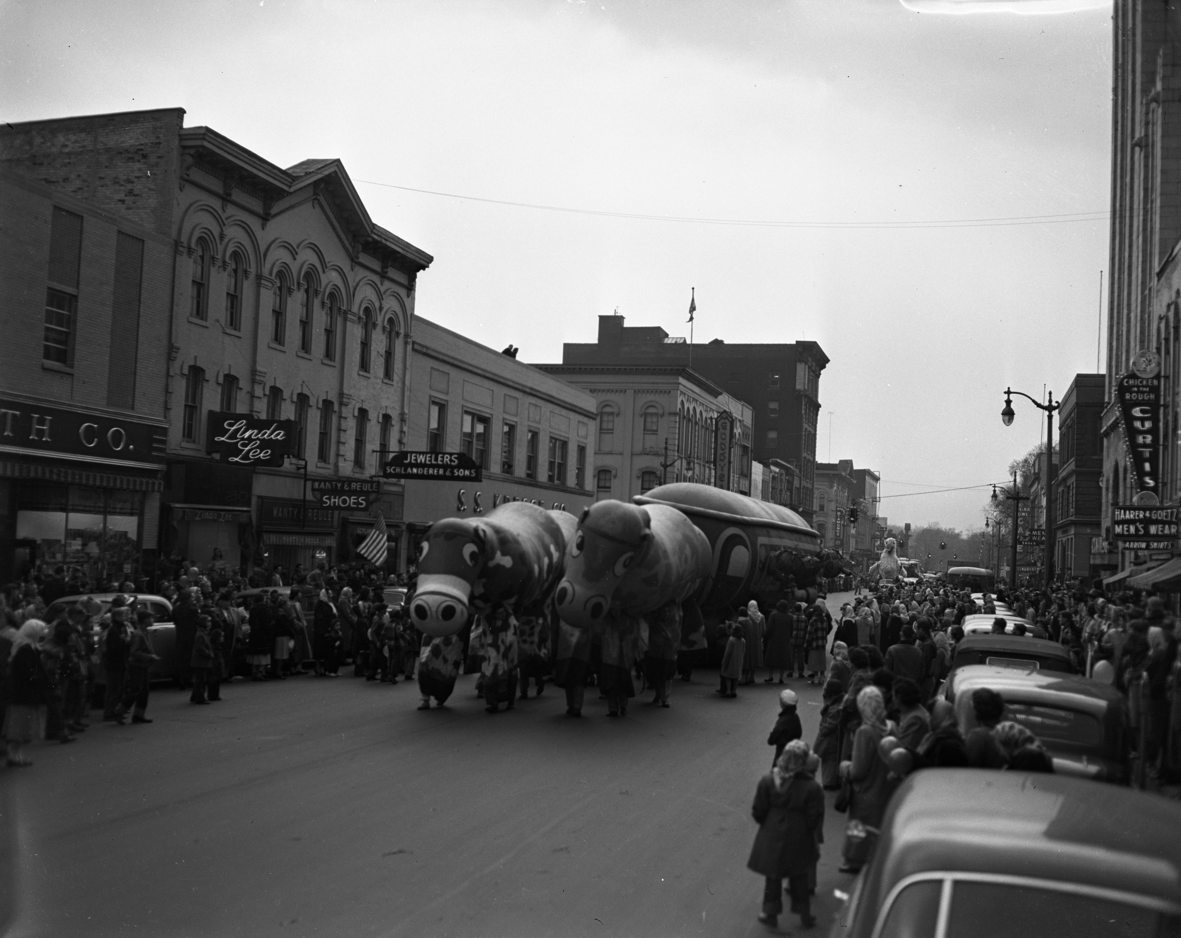 Balloons, U-M Michigras Parade, April 1950 image