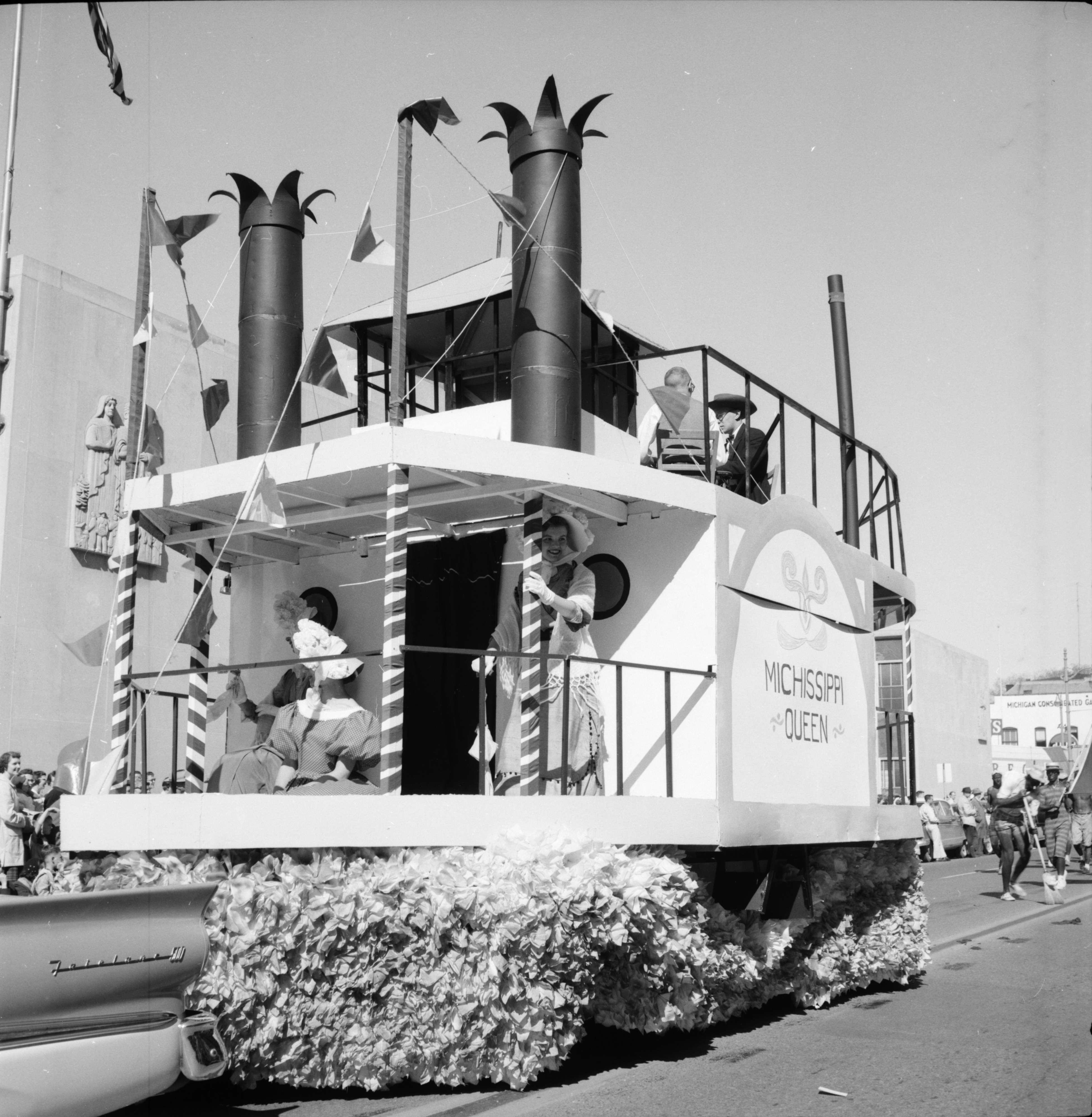 Phi Kappa Tau and Angell House Float in the Michigras Parade, April 1958 image