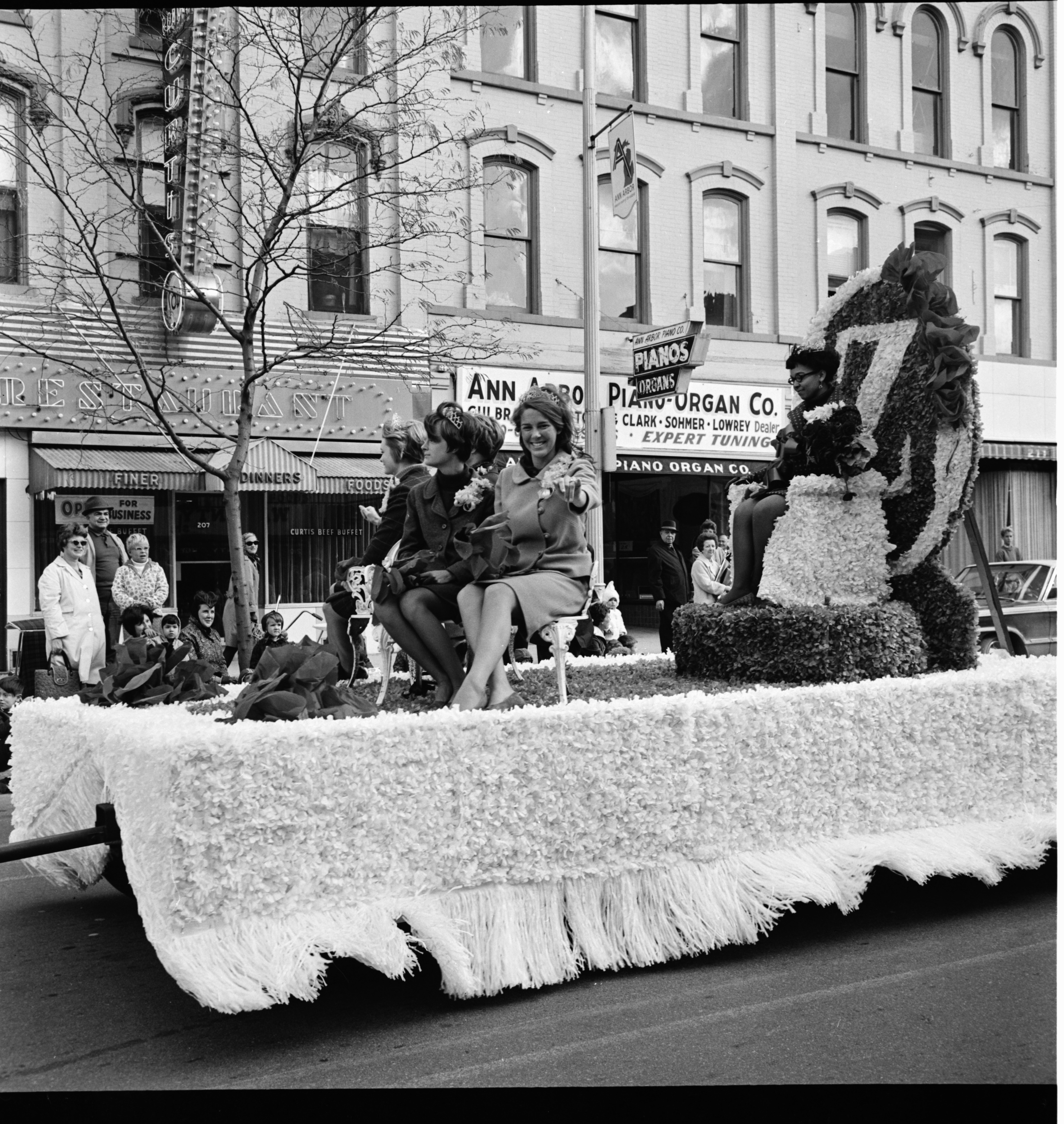Float in the University of Michigan Homecoming parade, October 1967 image