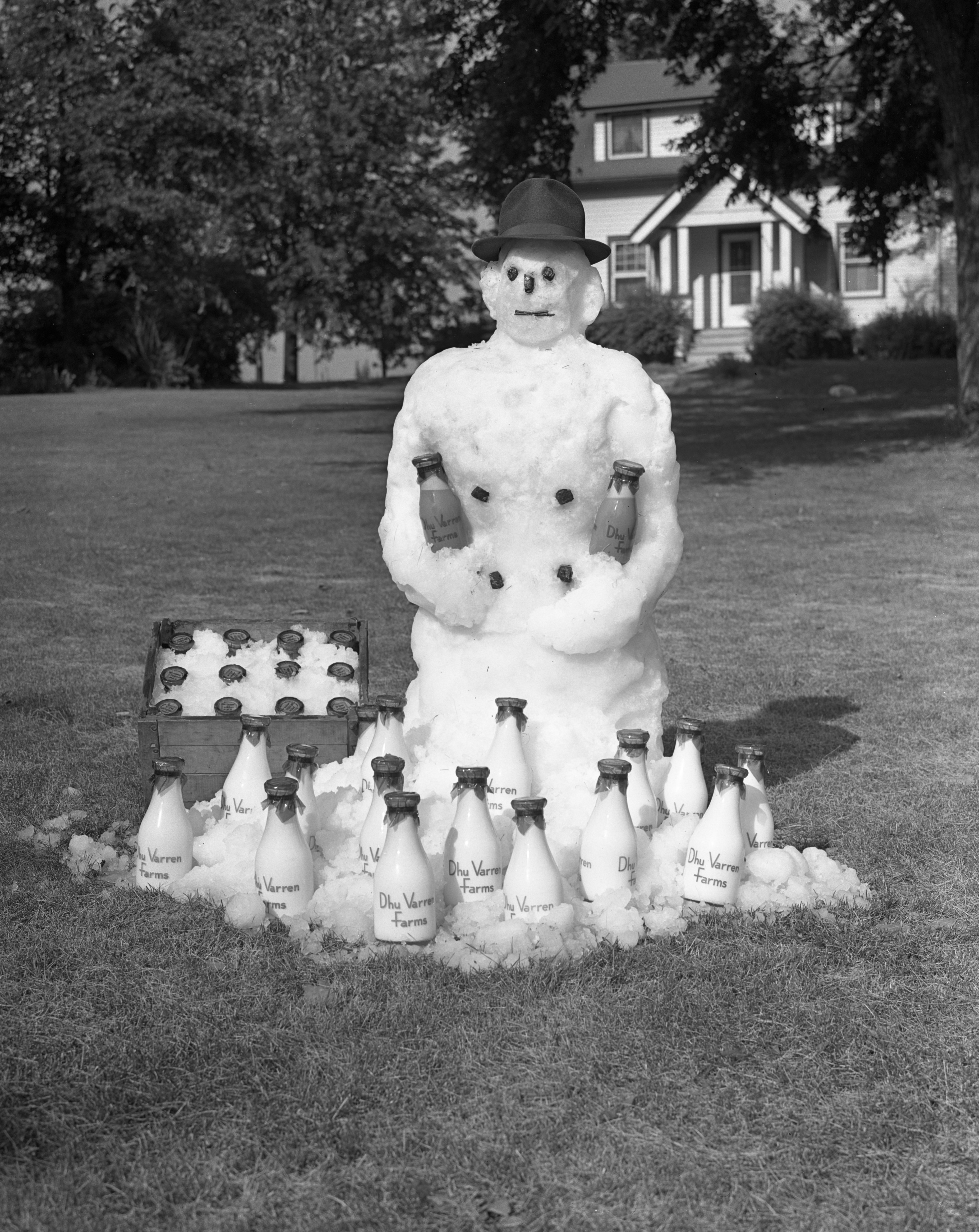 Snowman in Summer promotes Dhu Varren Farms Inc., 19391939 image