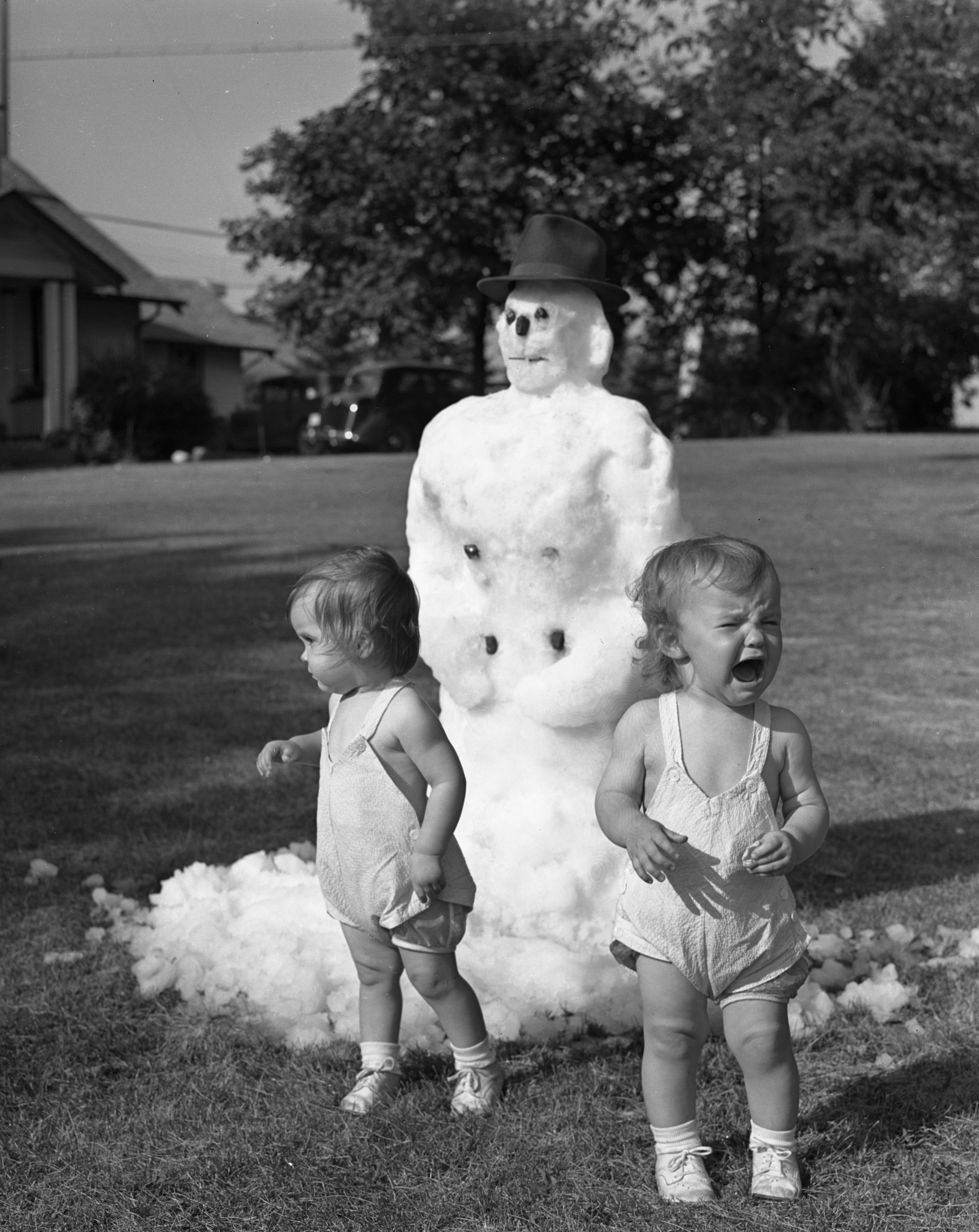 Snowman in Summer promotes Dhu Varren Farms Inc., 1939 image