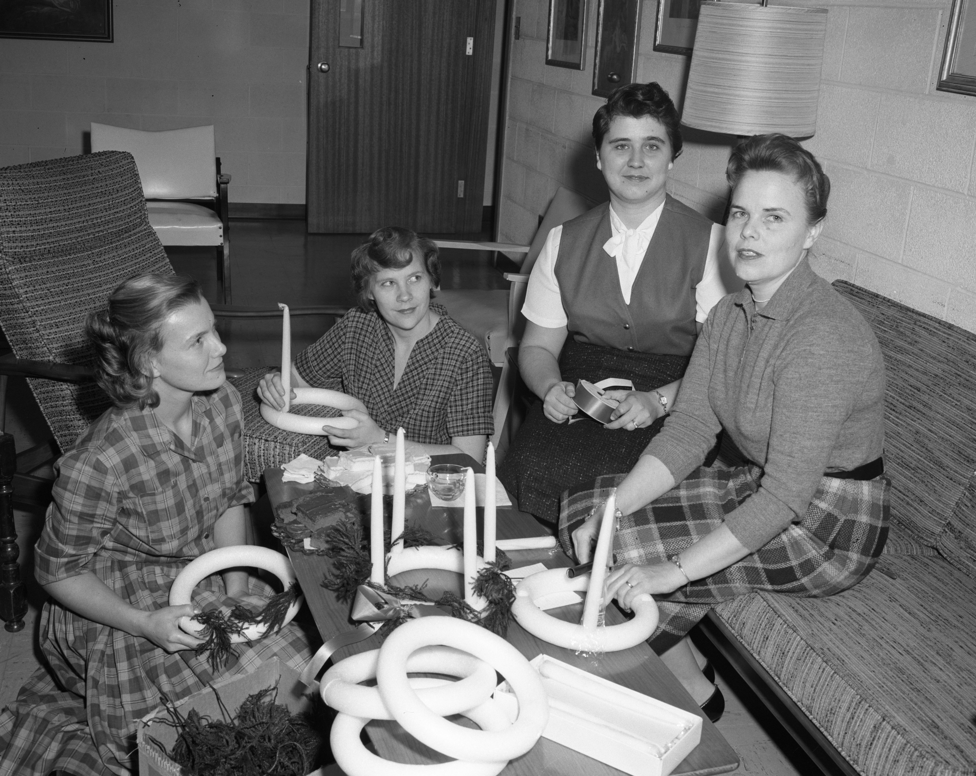 Women Make Advent Wreathes for St. Luke's Episcopal Church, October 1960 image