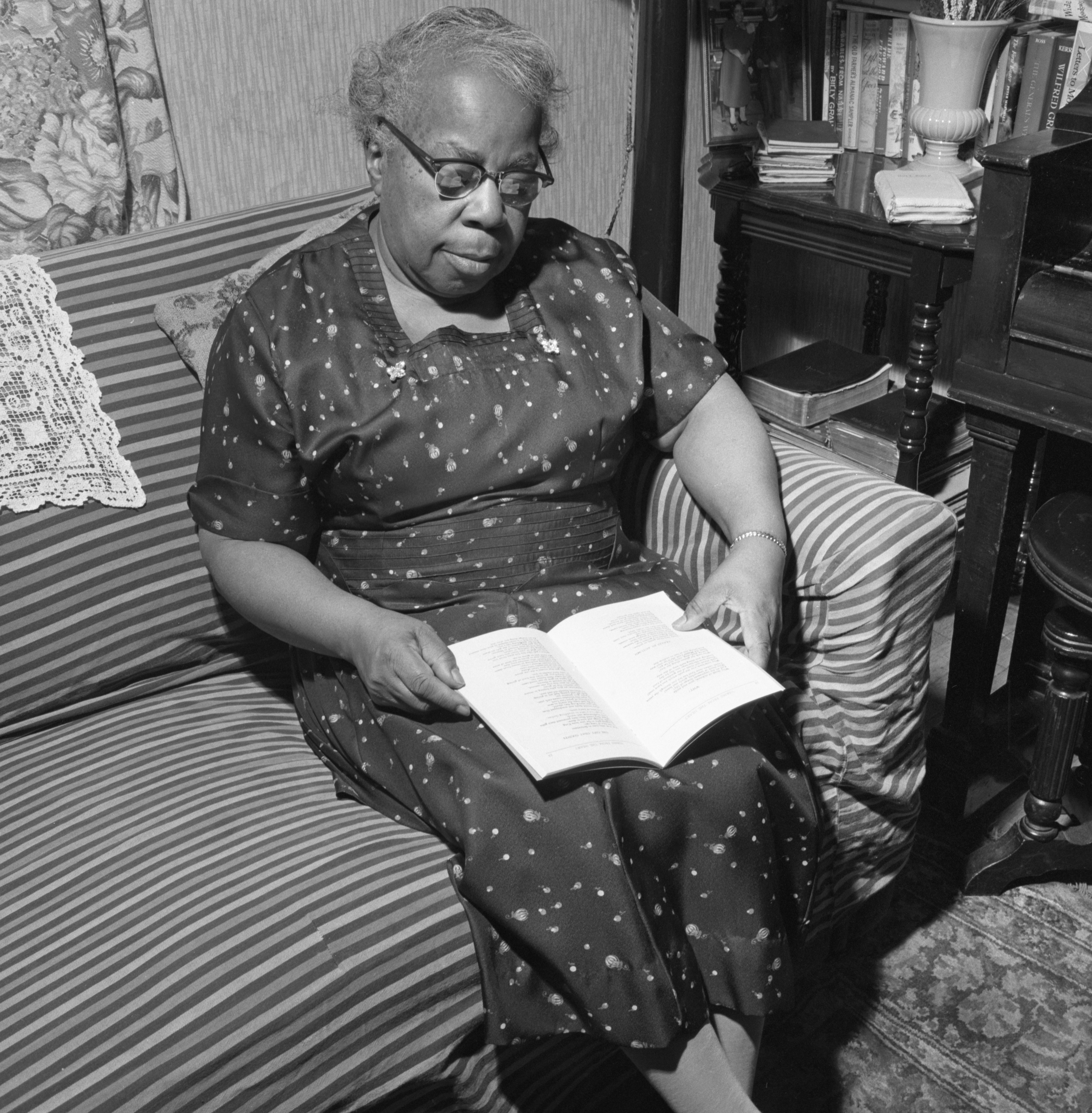 Sylvia Blake Bynum, Poet, Reads From A Book Of Her Work, April 1961 image