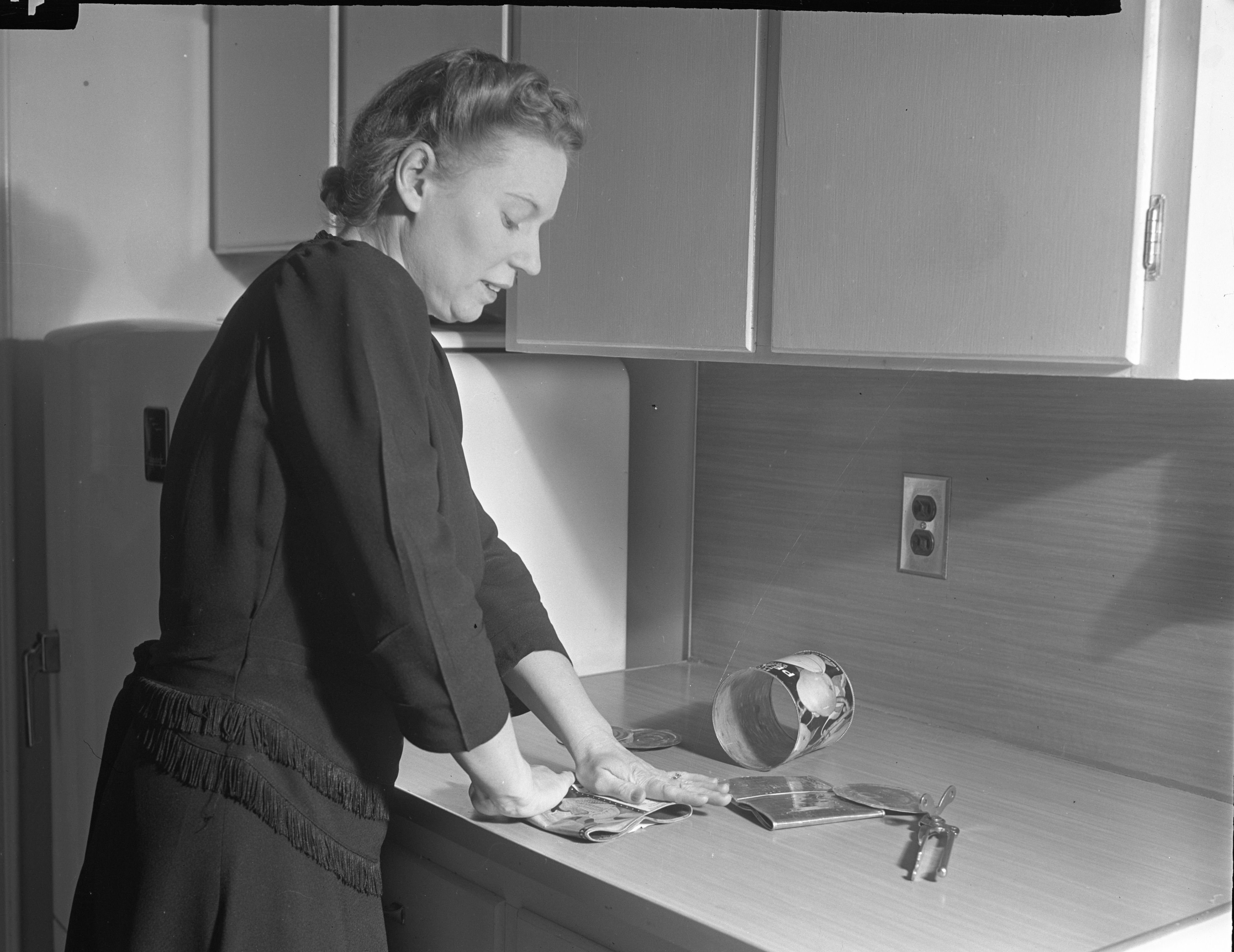 Tin Can Salvage demonstrated by Sally Rezny, April 1942 image