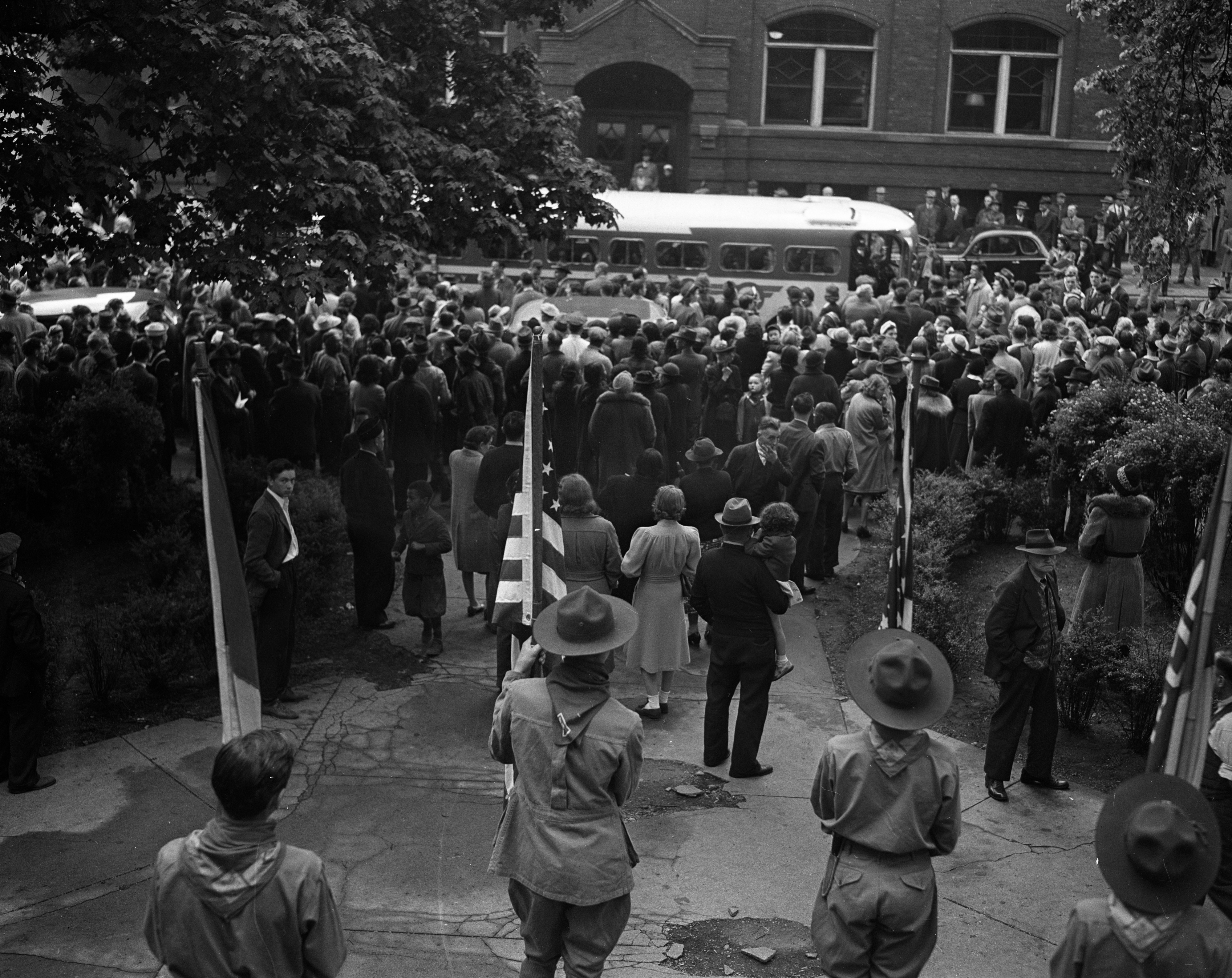 A crowd watches Ann Arbor draftees leave for selective service, May 13, 1942 image