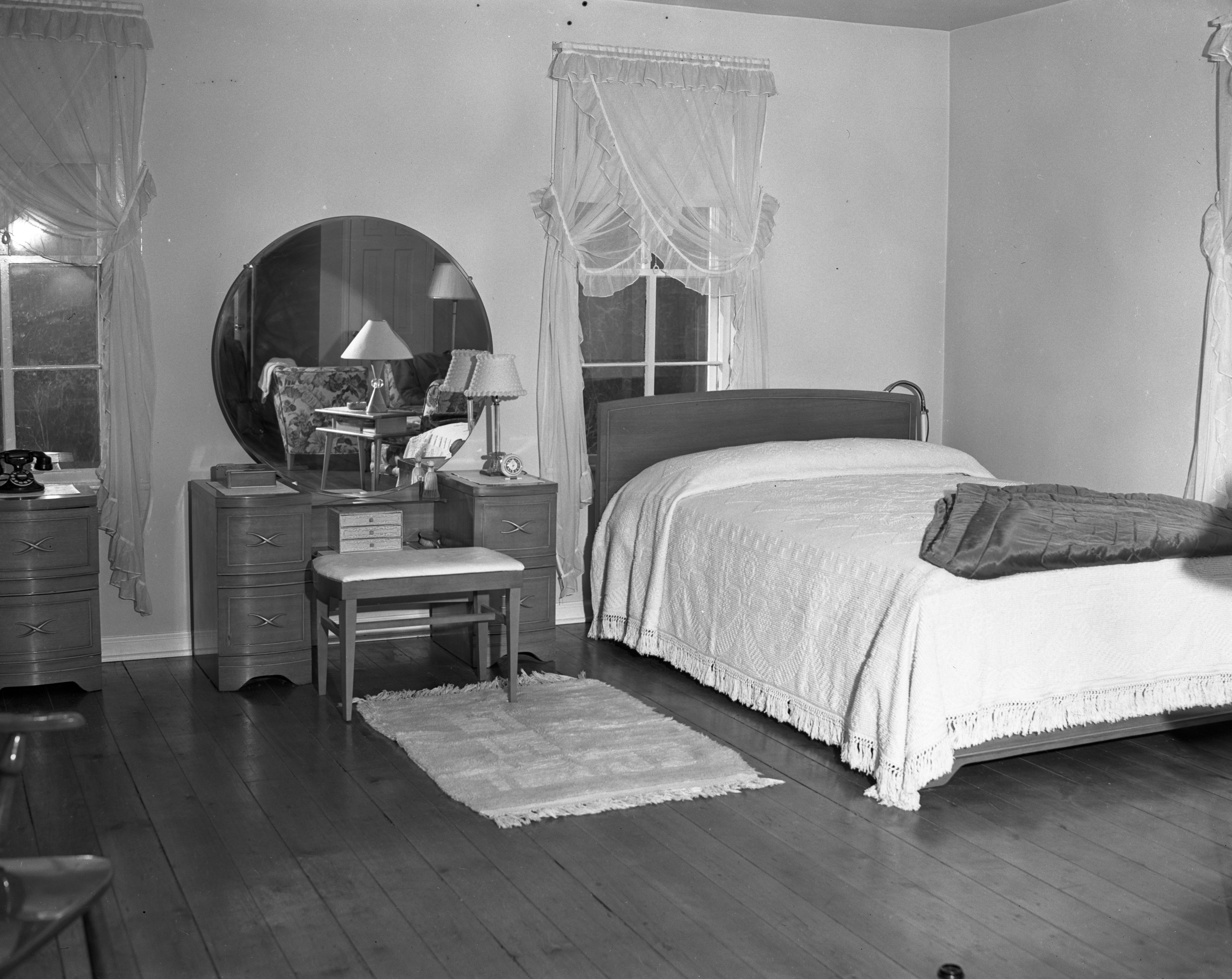 Bedroom of 5th Ward Voting Building, home for a WWII veteran, November 1946 image