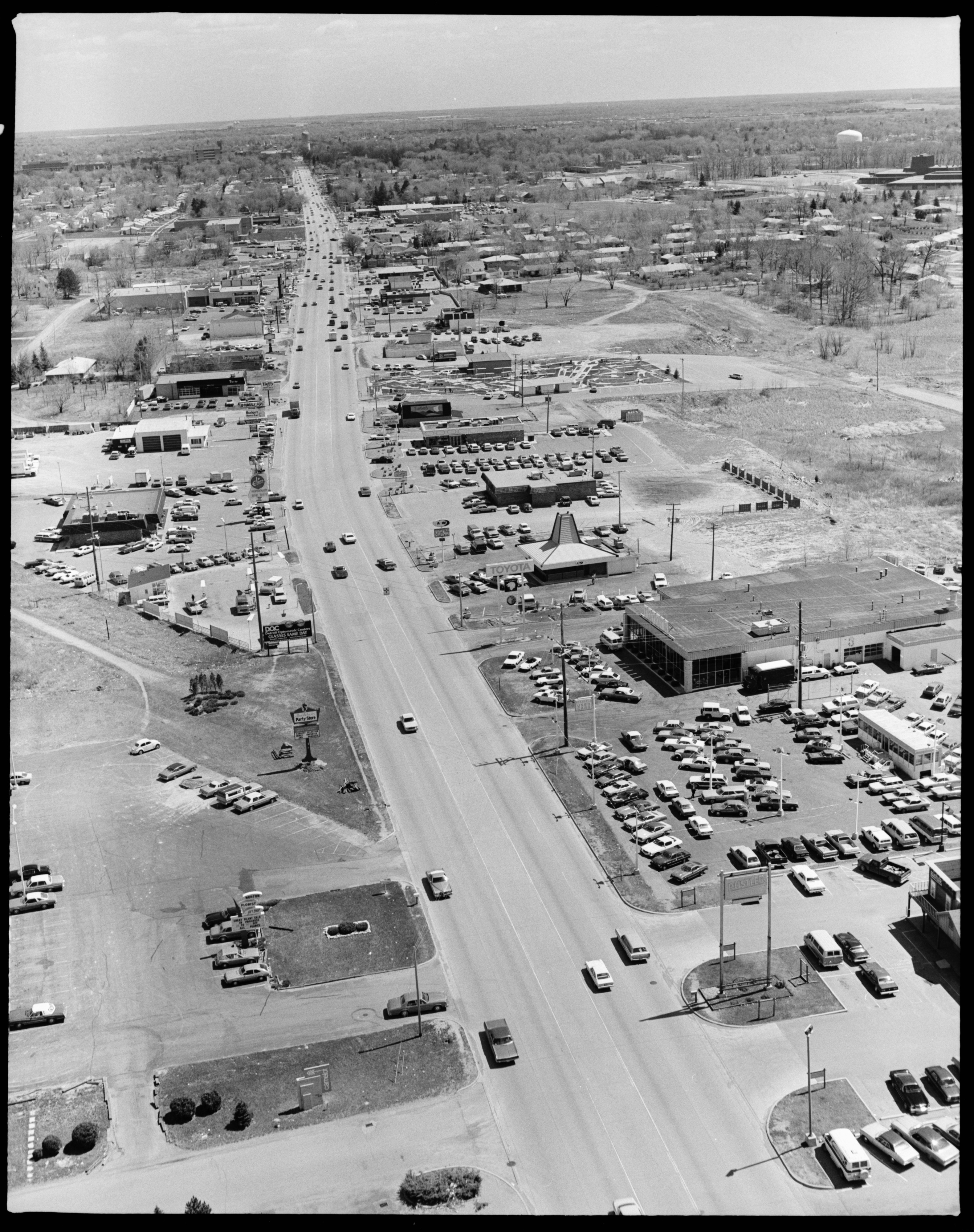 Aerial Photograph of Washtenaw Ave., Facing West toward Ypsilanti, April 1978 image