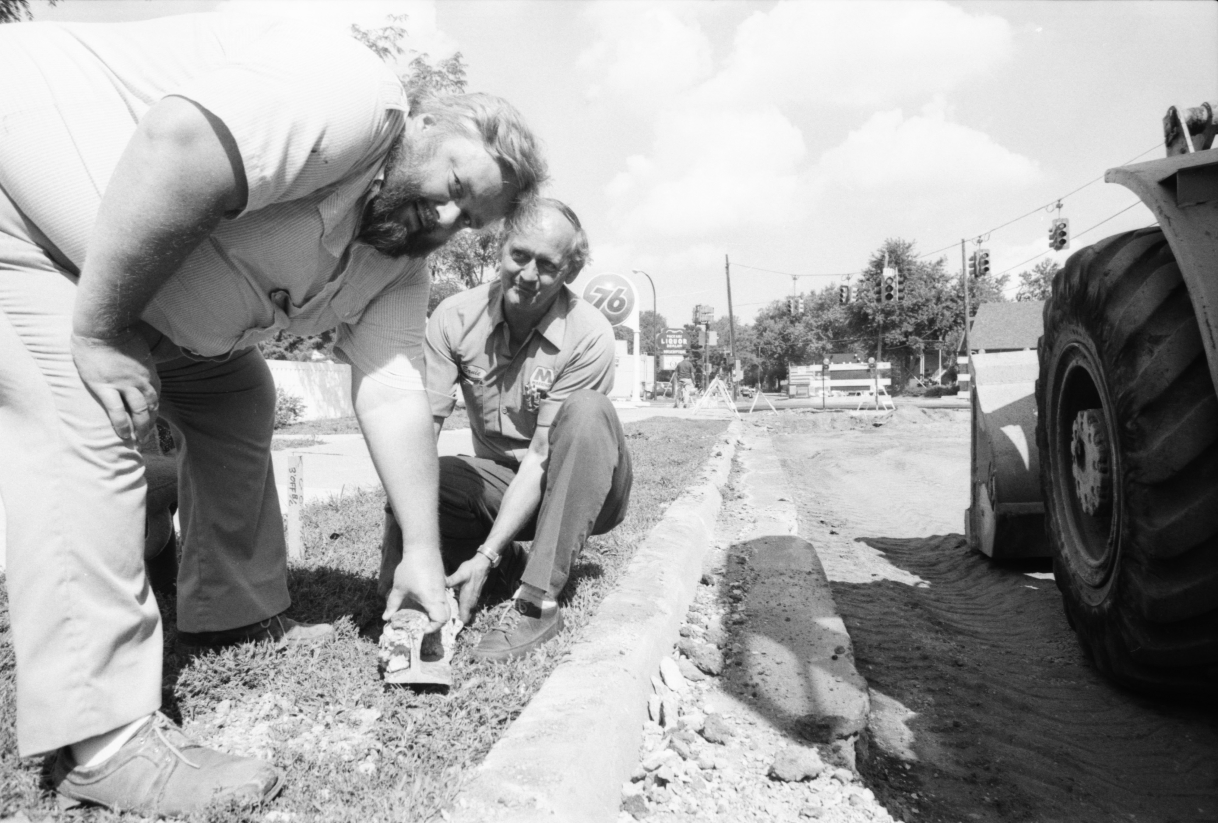 Ypsi-Ann Interurban rails unearthed on Packard St, September 1986 image
