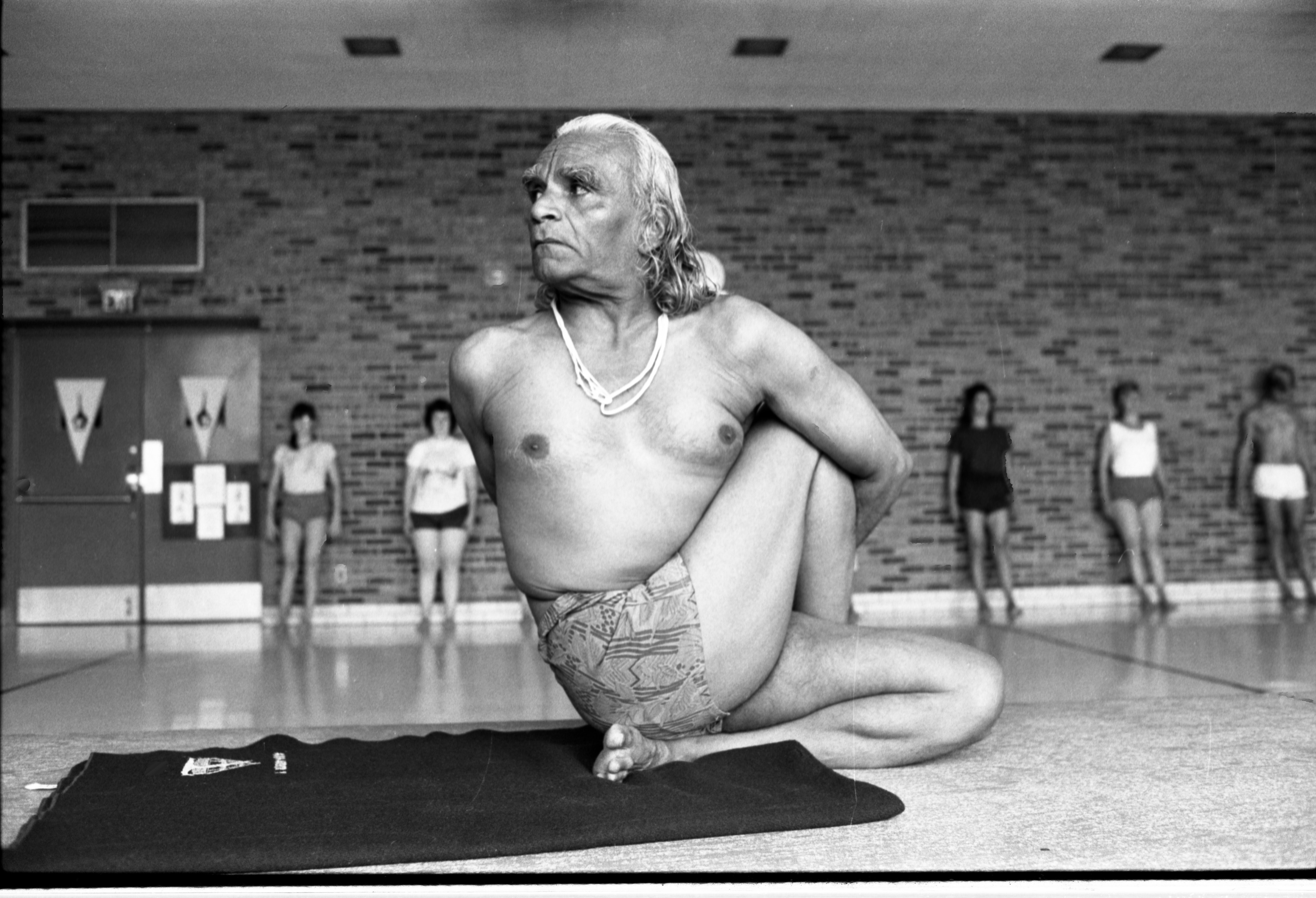 B K S Iyengar Demonstrates Yoga Pose For Students At The Ann Arbor Ymca September 24 1984 Ann Arbor District Library