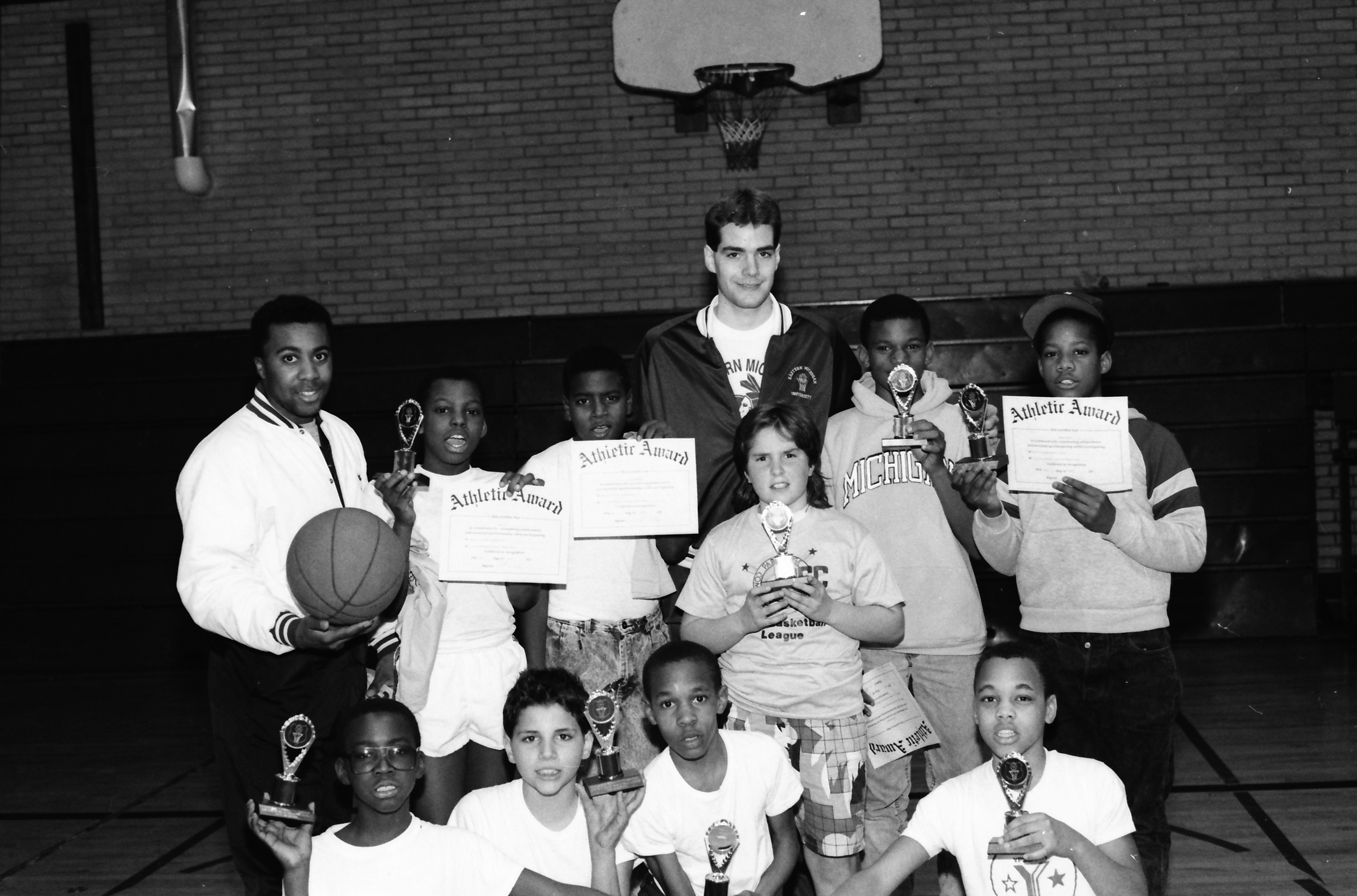 Parkridge Basketball League Poses With Awards, March 1986	 image