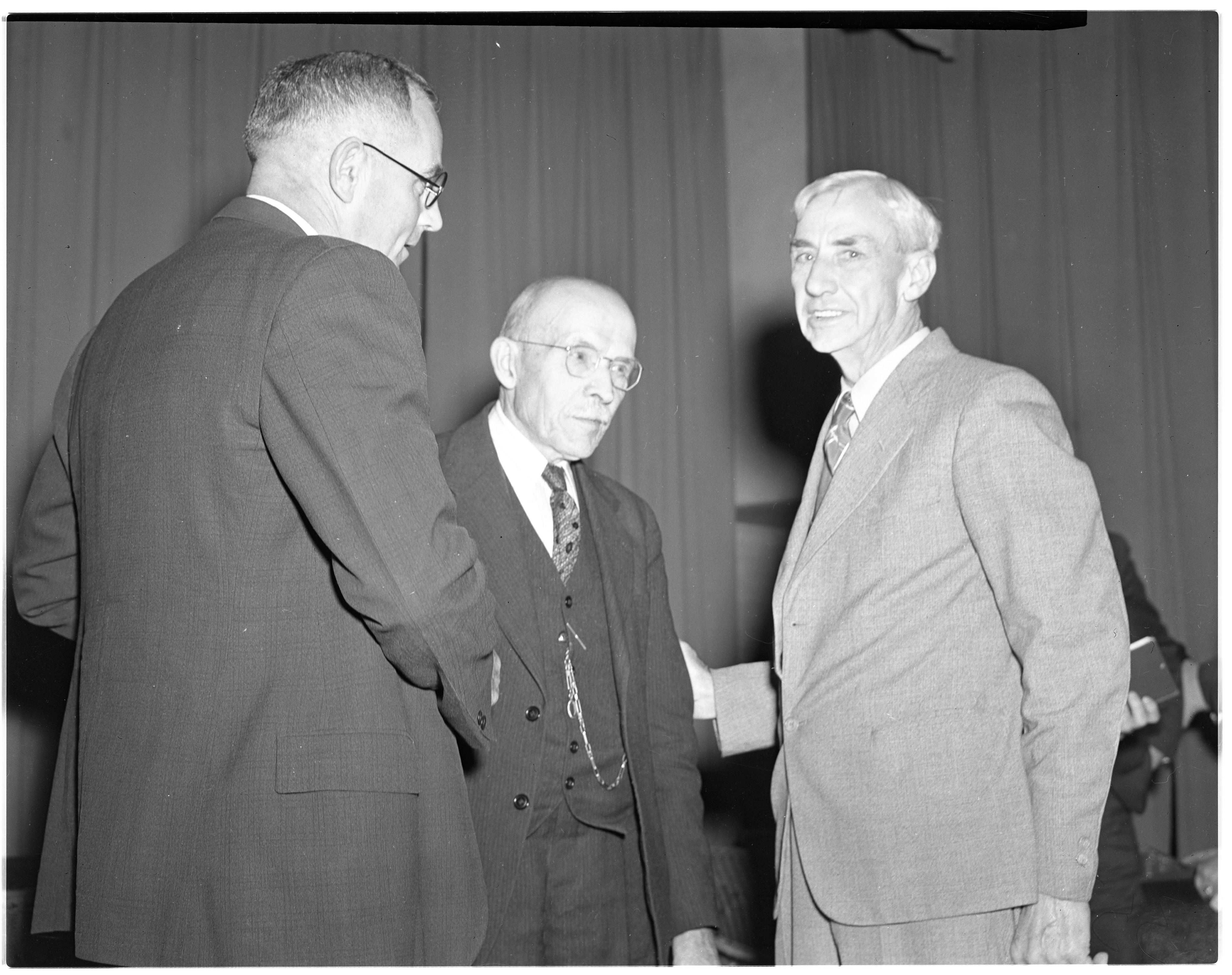 Michigan Governor Luren Dudley Dickinson at Milan Brotherhood meeting, October 1939 image