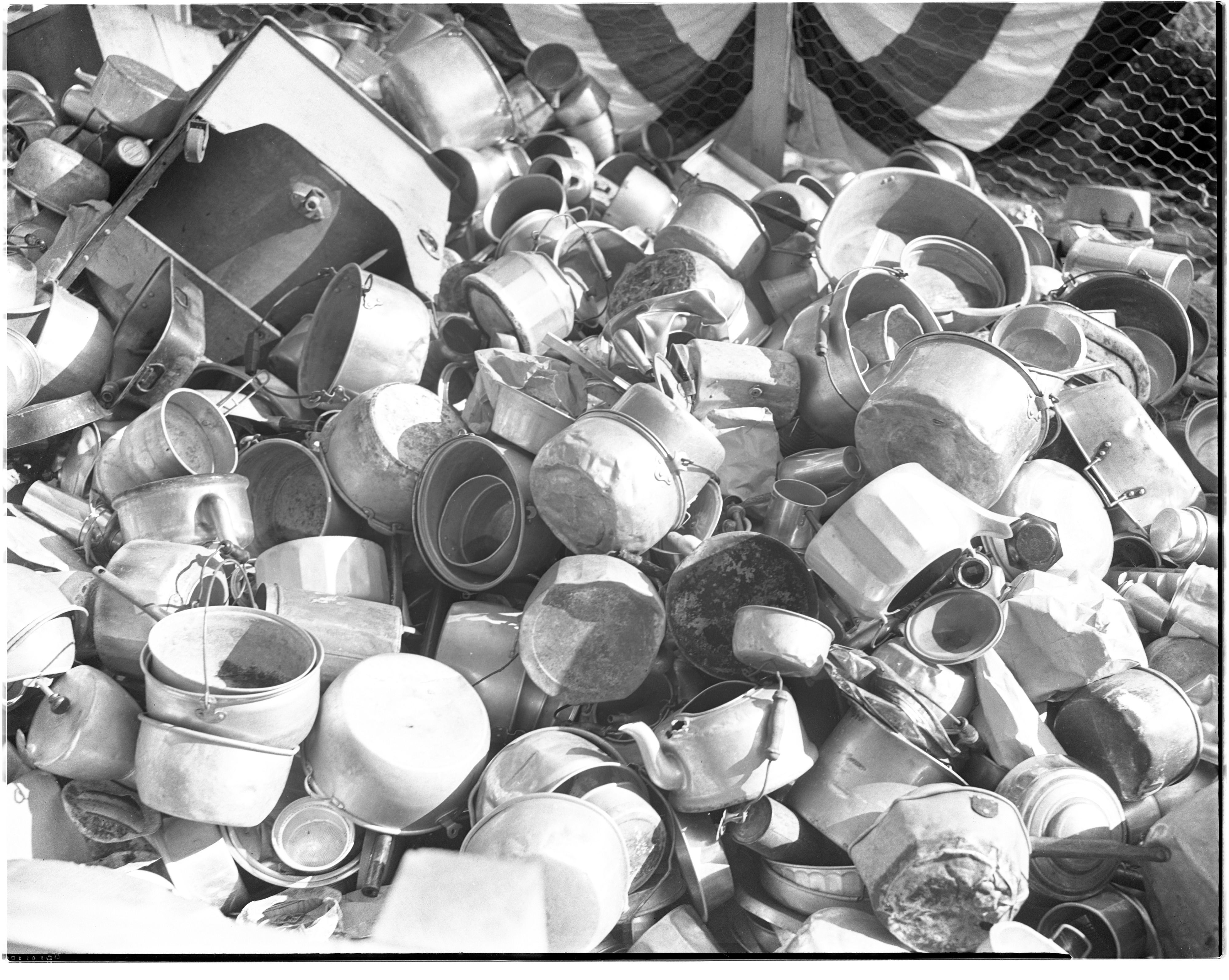 Aluminum scrap drive on Courthouse lawn, 1941 image
