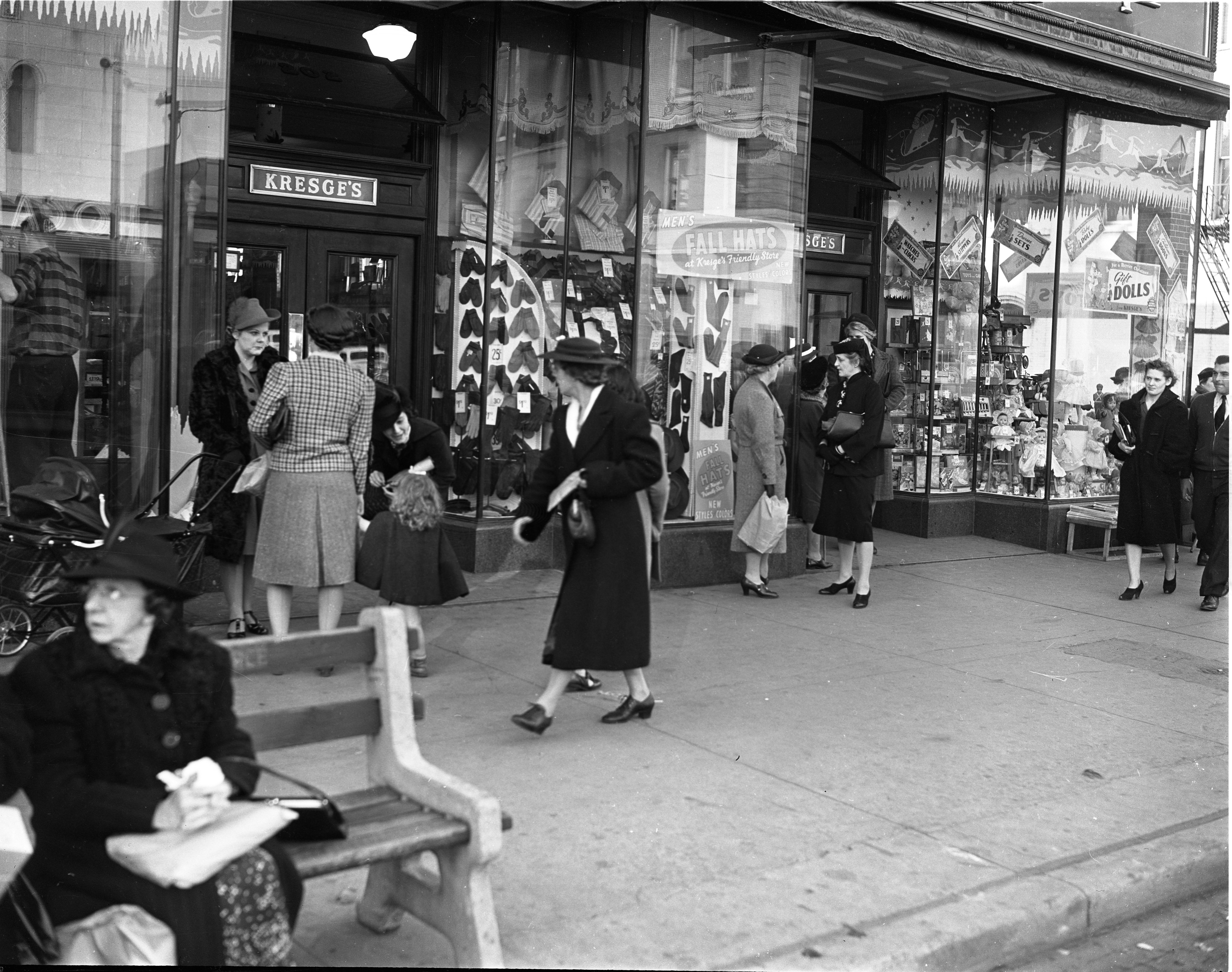Shoppers In Front Of Kresge's, 200 S Main St, November 1941 image