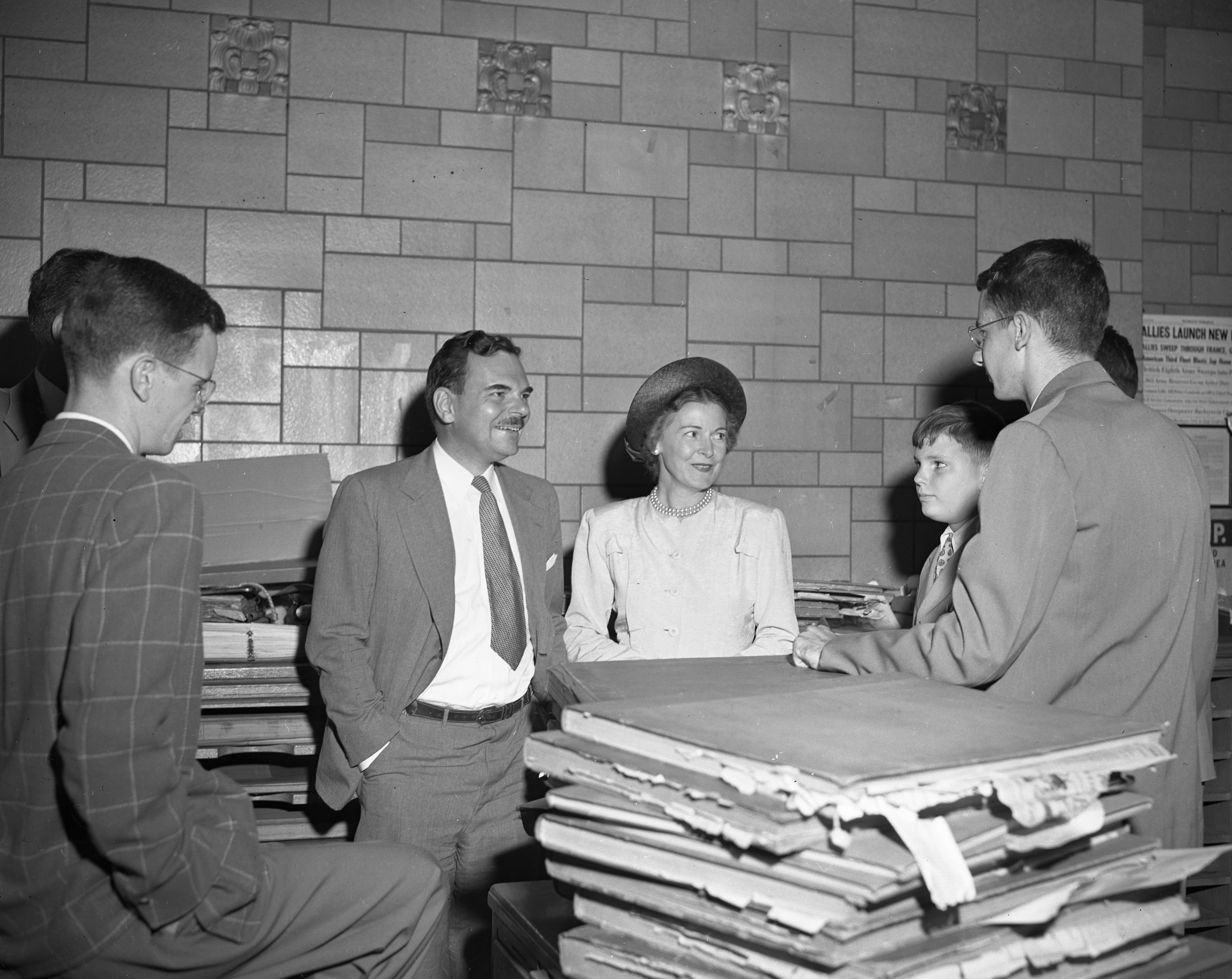 Gov. Thomas E. Dewey Visits Michigan Daily Offices, July 1947 image