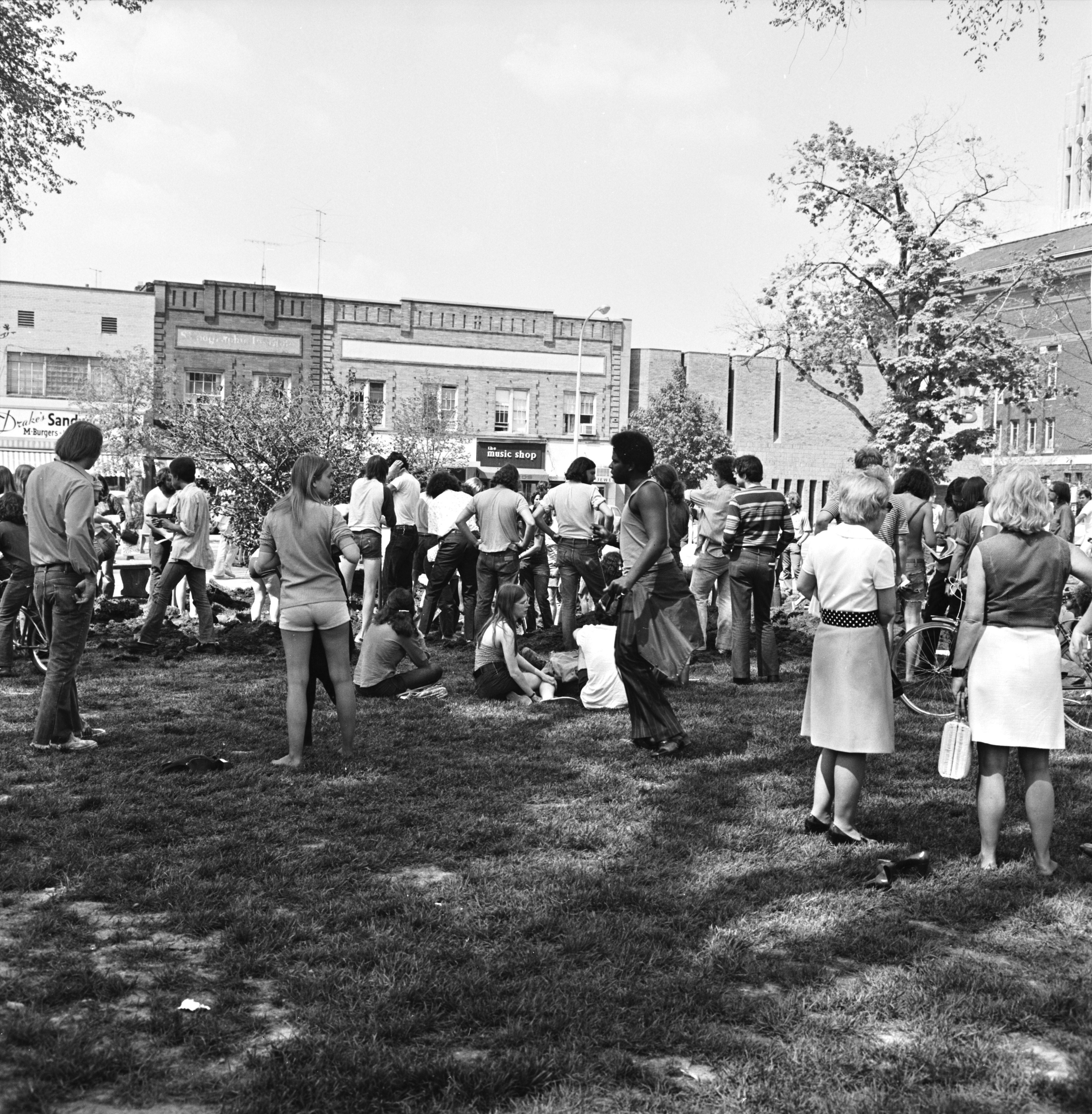 813575828e80d2 Old News Photos | Ann Arbor District Library