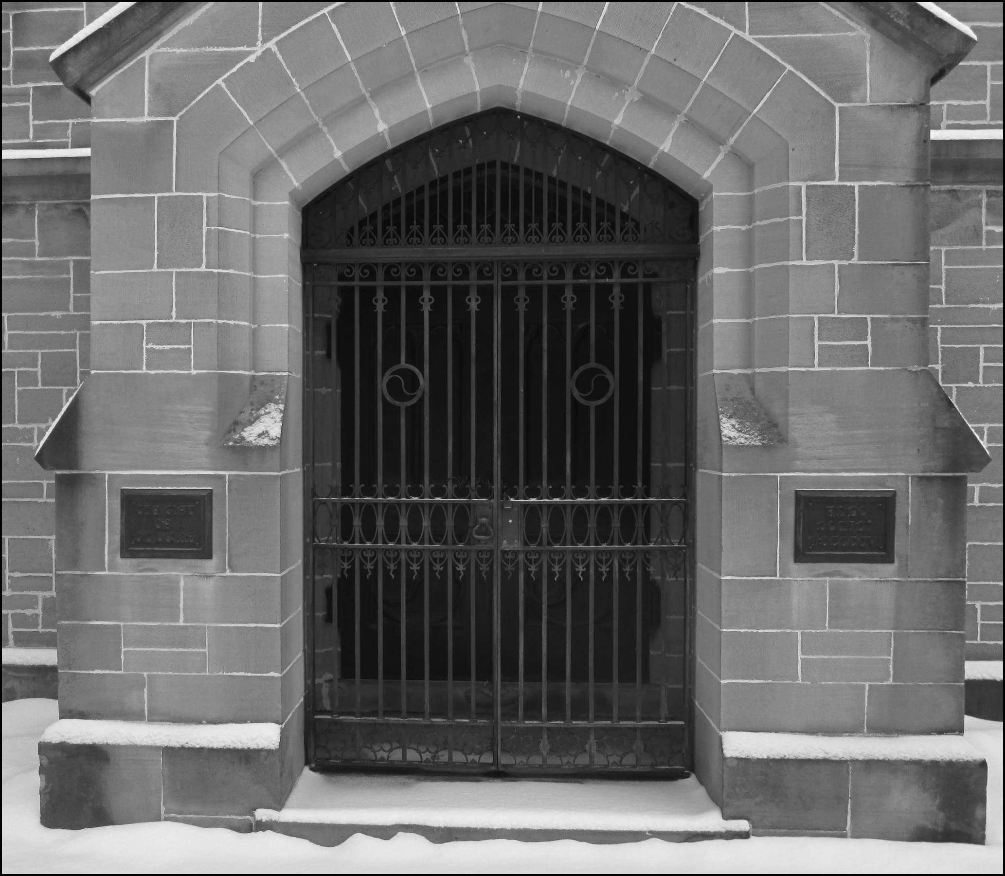 Highland Cemetery, Receiving Vault Doors image