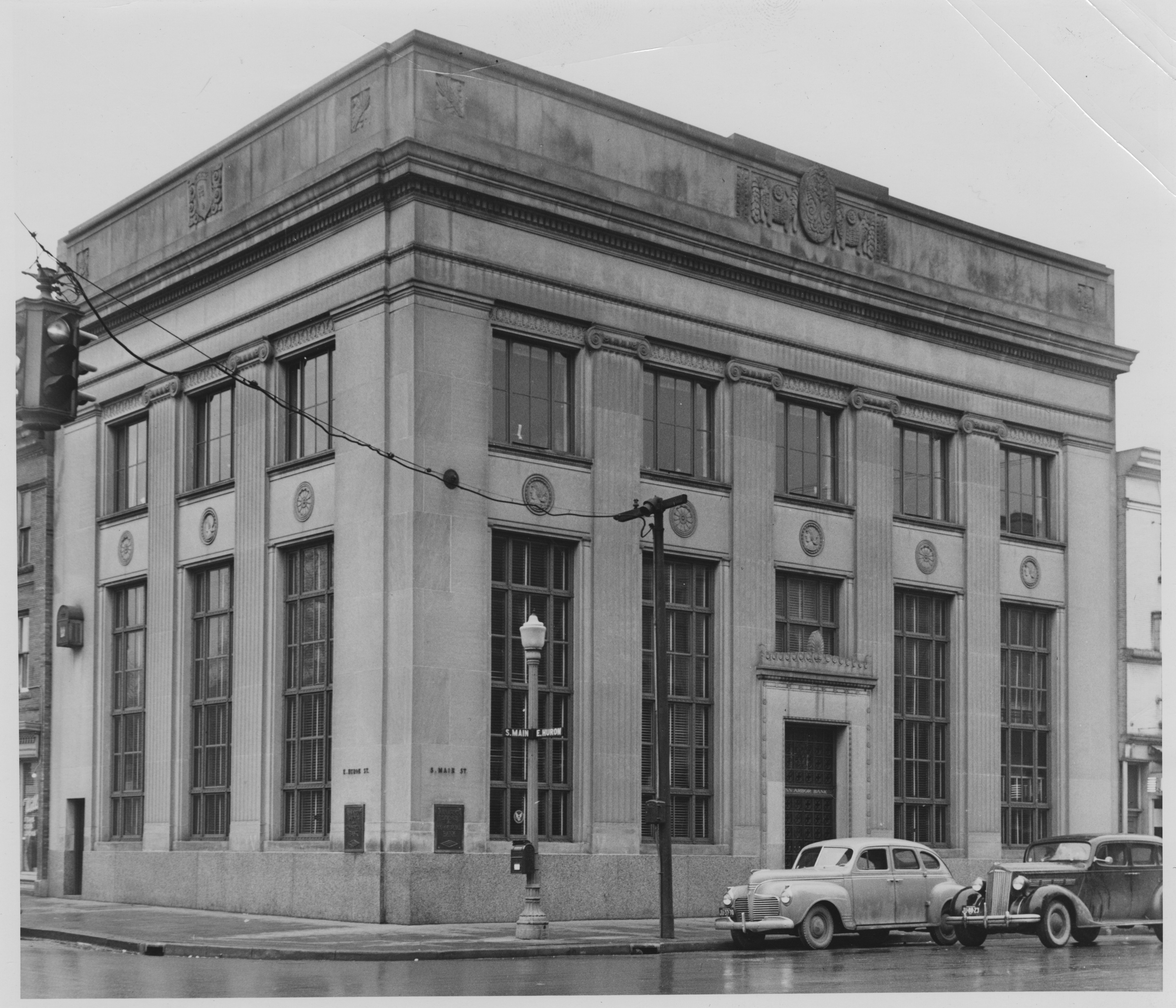 Ann Arbor Savings and Commercial Bank, former Farmers and Mechanic's Bank, corner Huron and Main, 1928 image