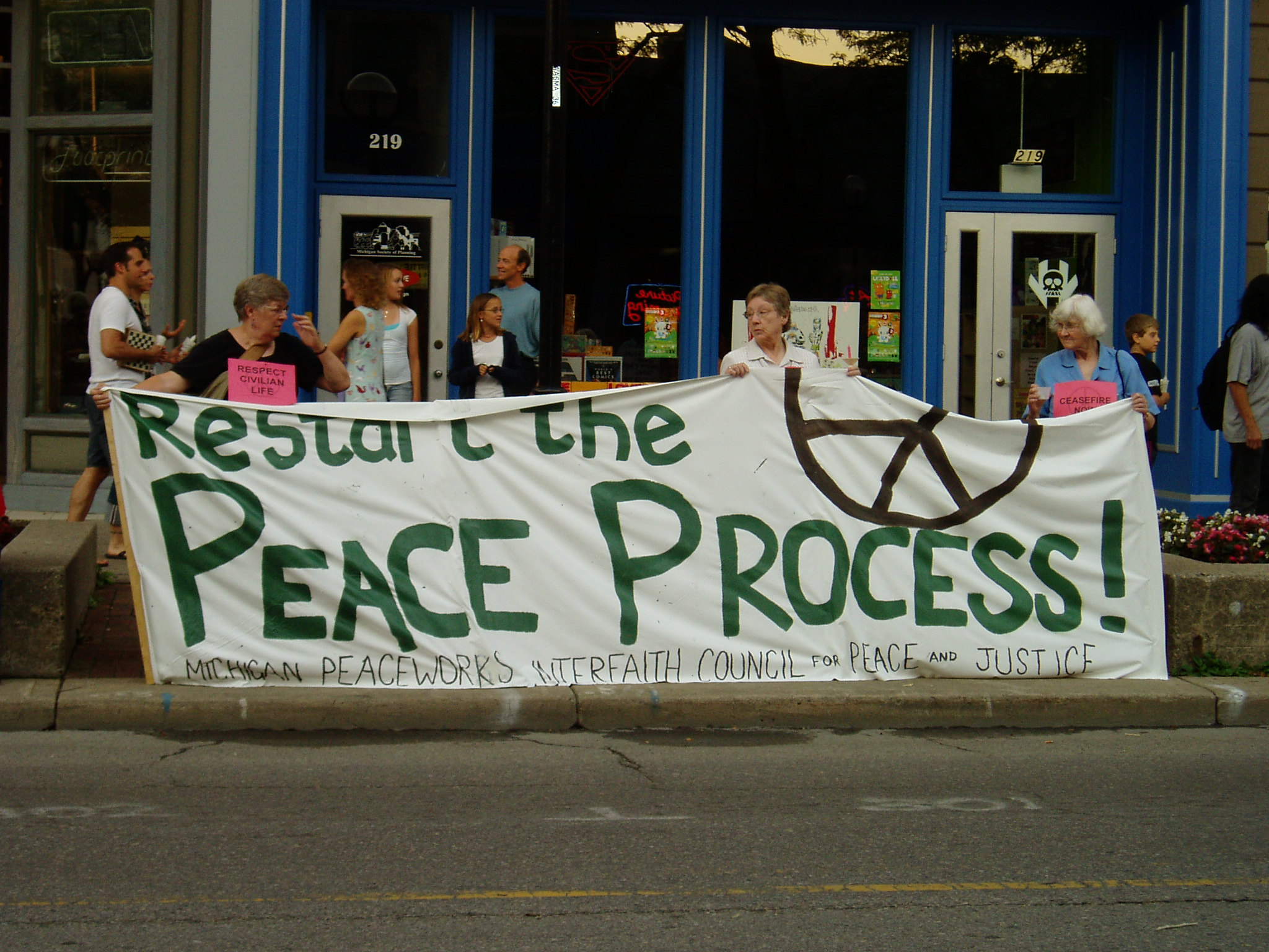 Interfaith Council for Peace and Justice: Middle East Peace Vigil, 2006 image