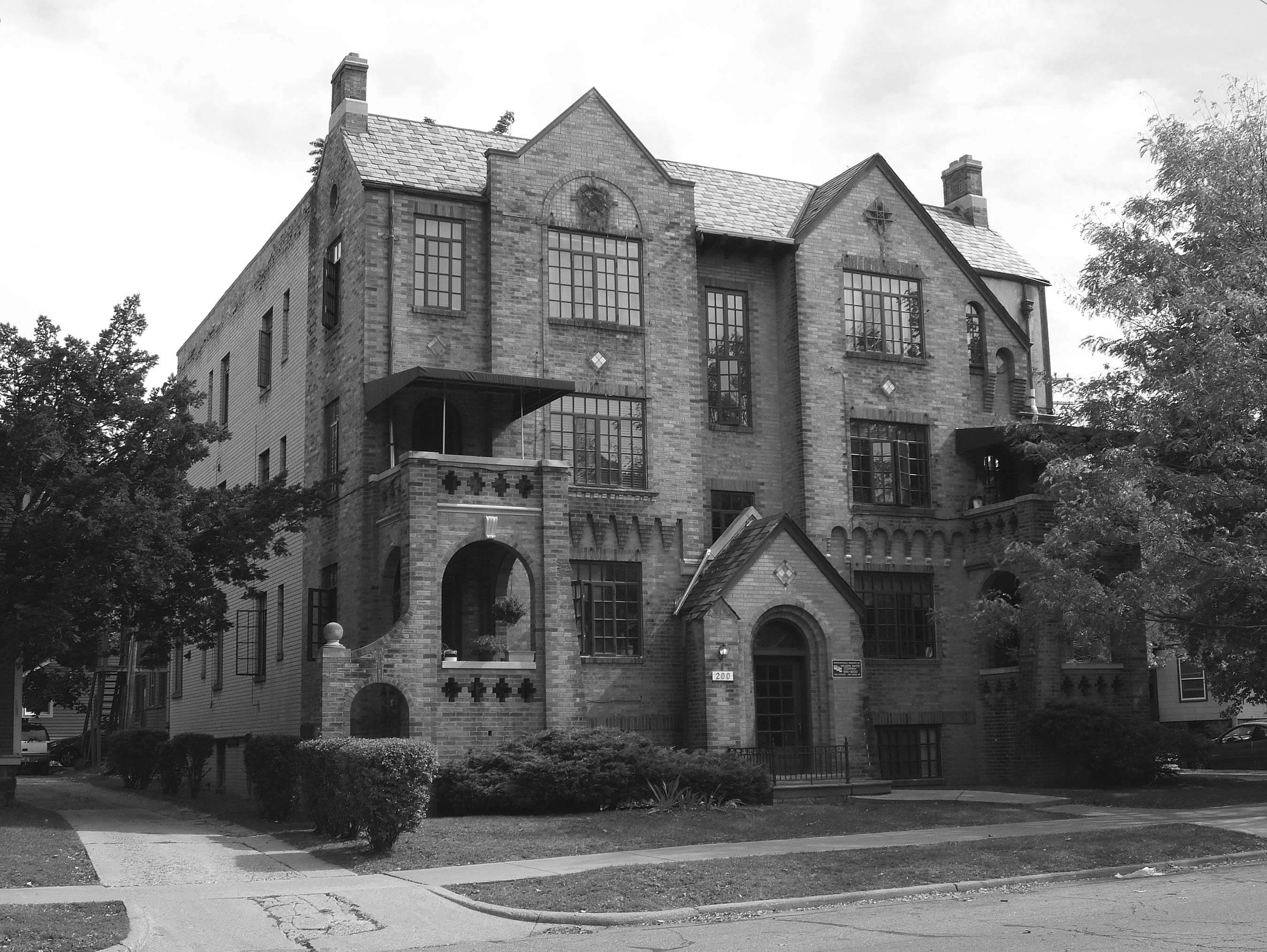 Wil-Dean apartment building, 2003 image
